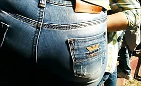 Big butt milf in jeans