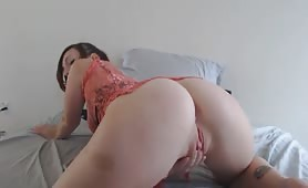 L Pearl Finger Fuckin Her Horny Pink Pussy